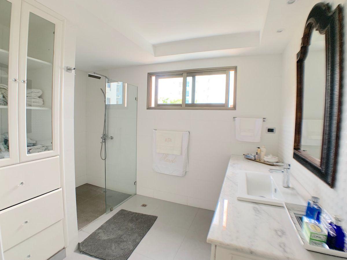 7 de 21: Baño habitación principal con buena circulación
