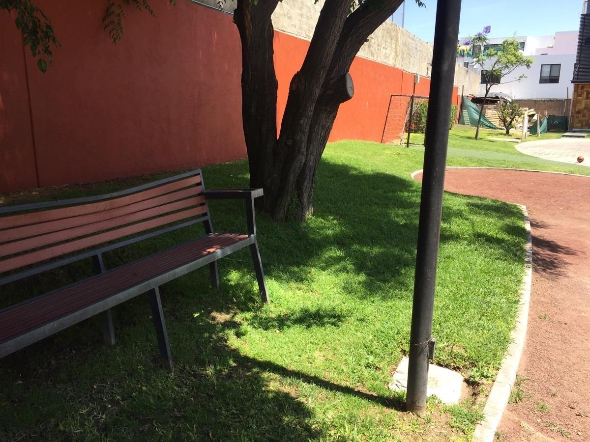 37 de 44: muebles urbanos y jardìneria en todo el coto