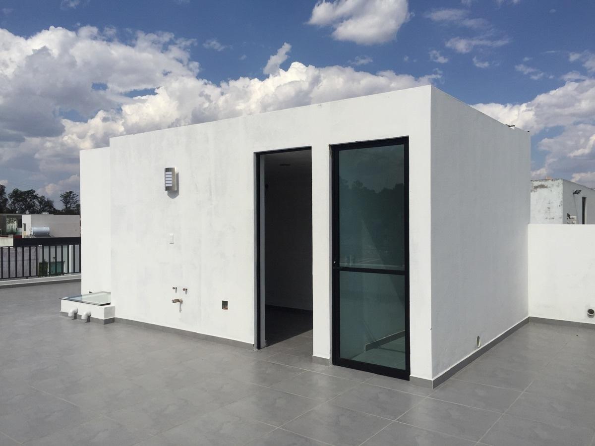 27 de 44: Terraza en tercer nivel y cuarto con baño de servicio