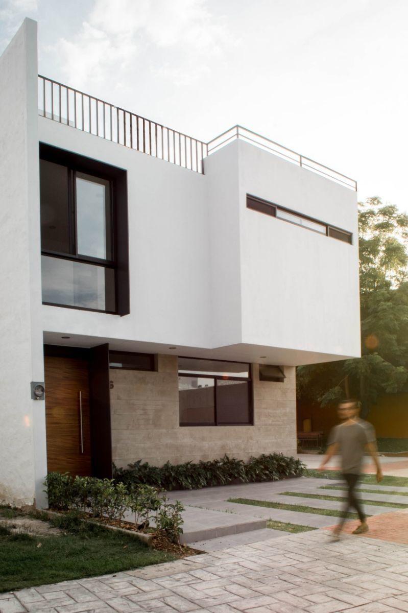 3 de 44: Casa nueva en coto con alberca