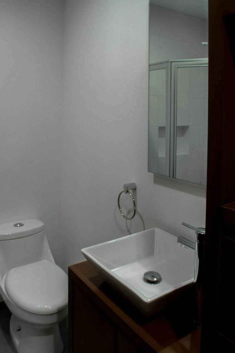 18 de 44: baño planta baja completo