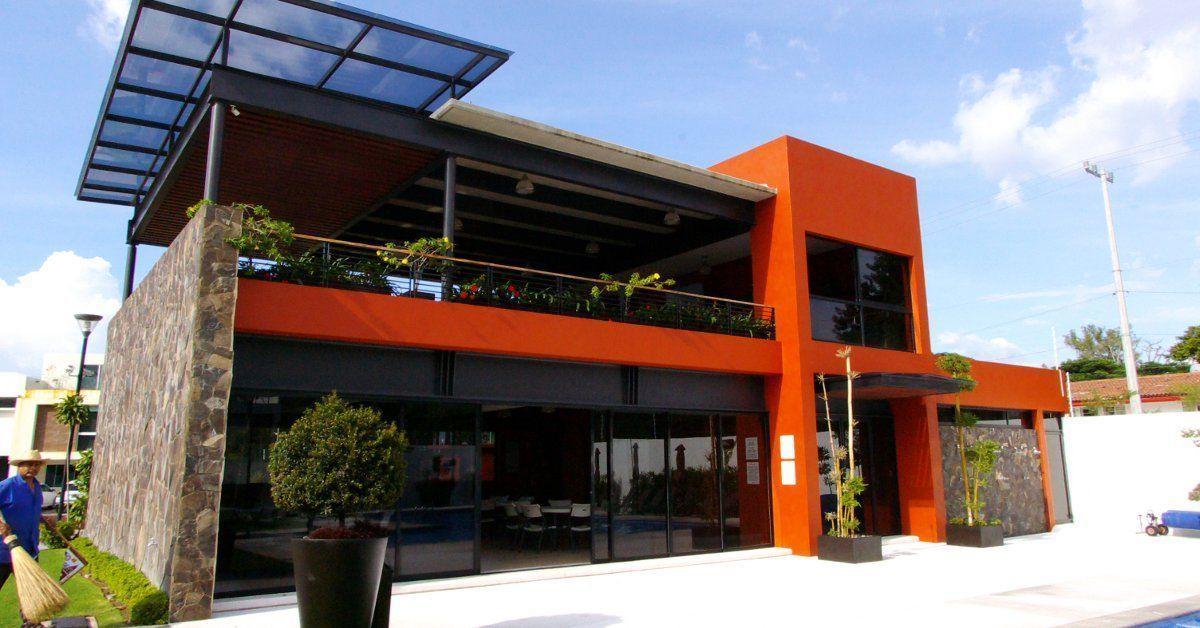 41 de 44: casa club con terraza techada