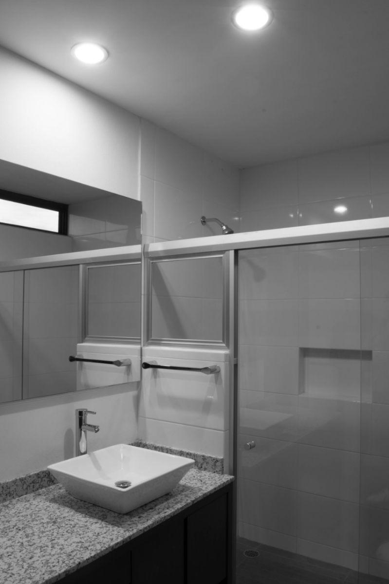 23 de 44: cómodos baños