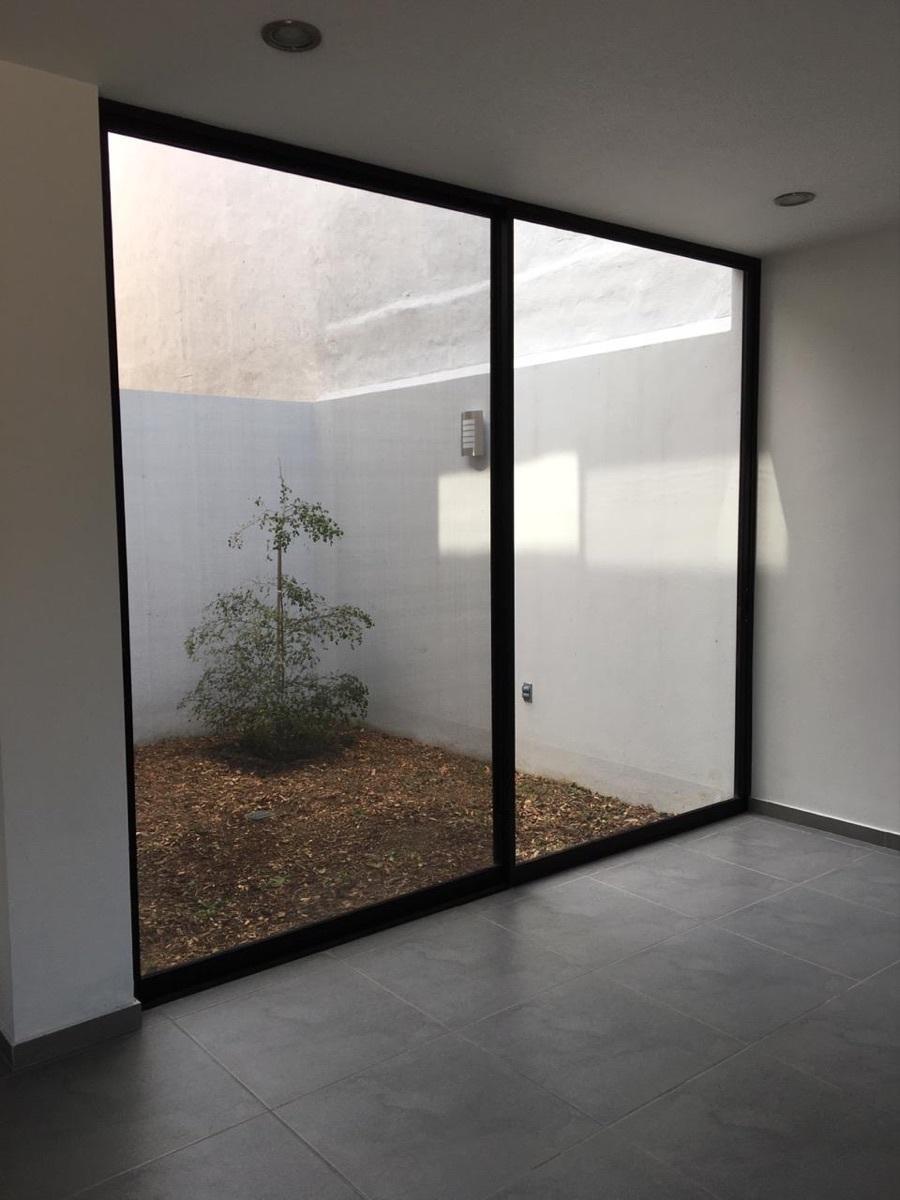 9 de 44: puertas de aluminio desde la sala al jardín