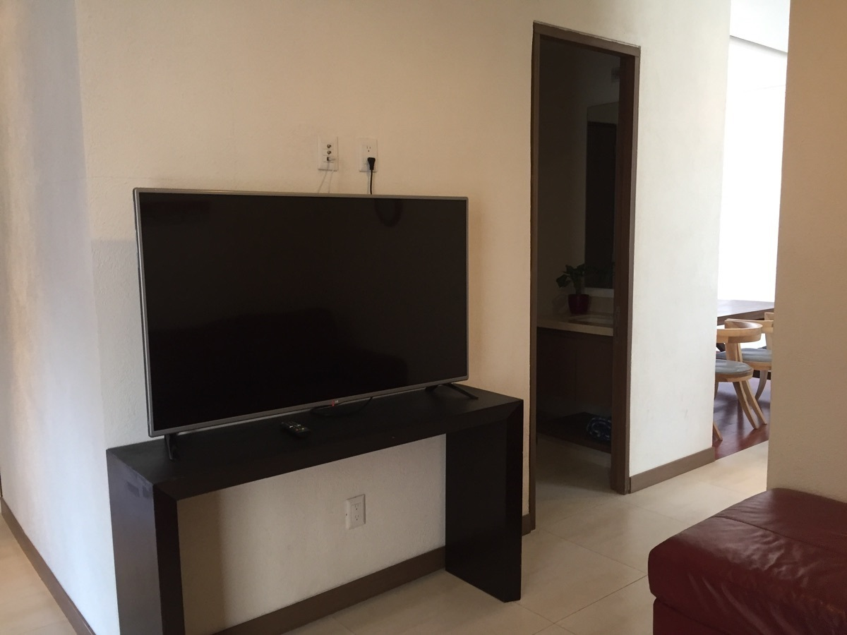 15 de 32: ESTAR TV CON TELEVISIÒN Y SOFA