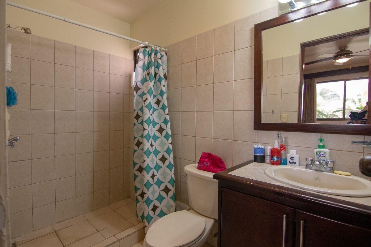 5 of 10: Master bathroom