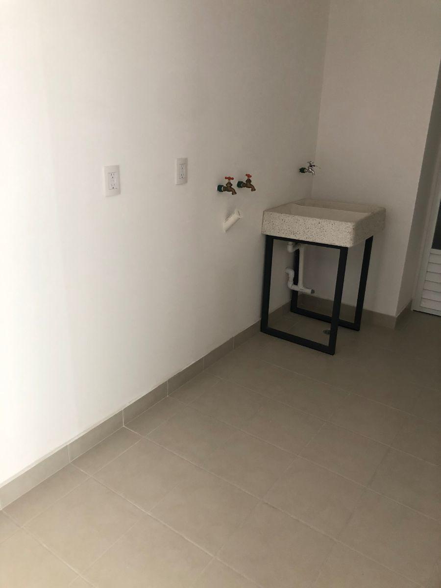 14 de 15: Área de lavandería + cuarto y baño de servicio.