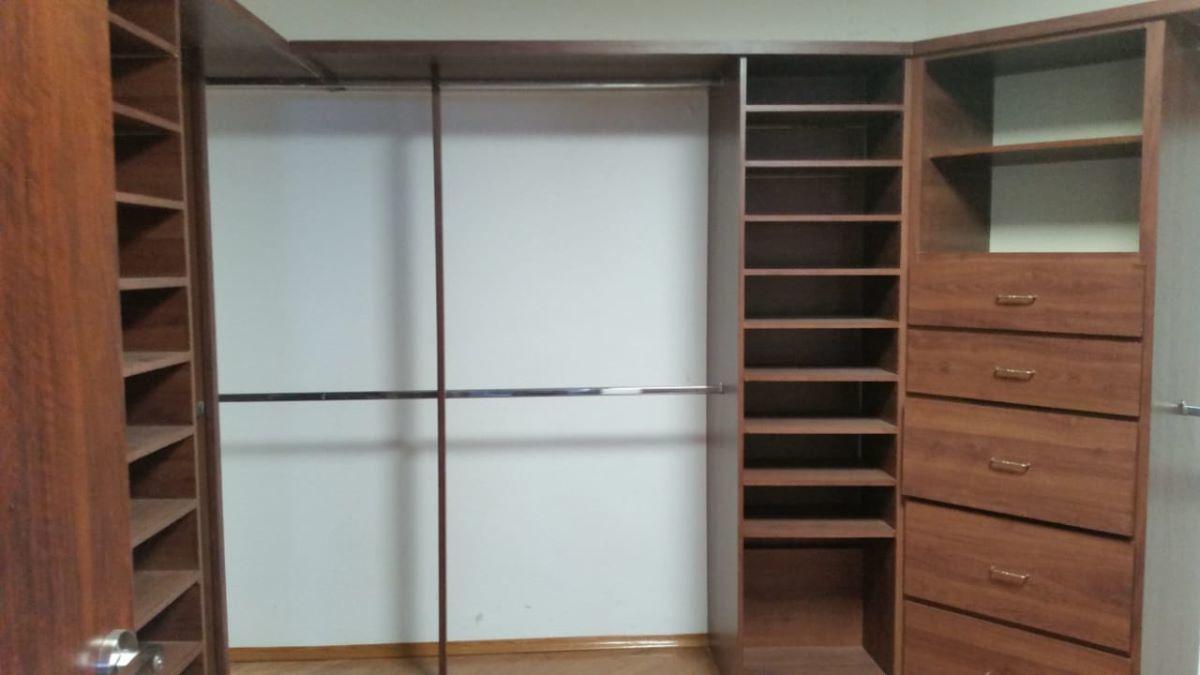 10 de 10: Closet vestidor
