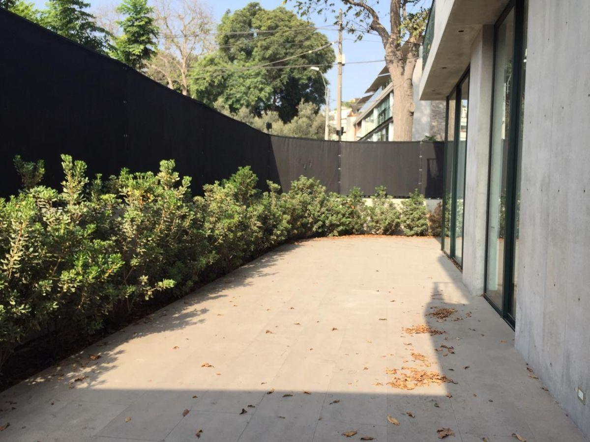 1 de 8: Terraza lateral.
