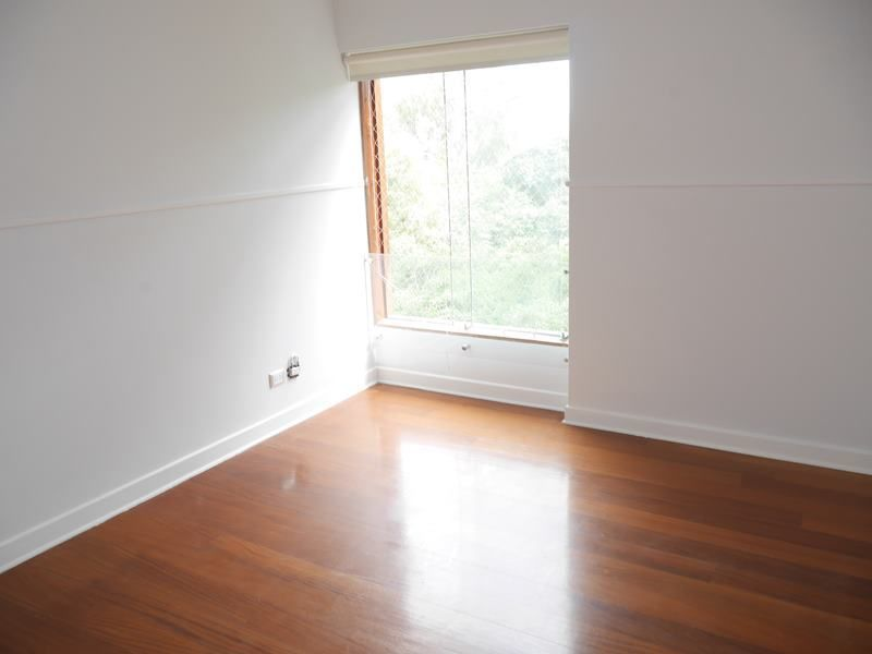 15 de 18: Dormitorio secundario con vista al parque