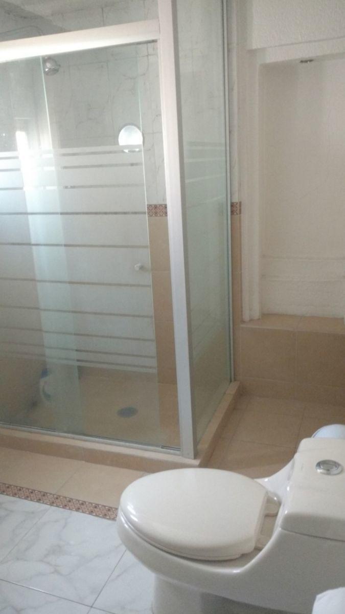 12 de 24: Baño 1