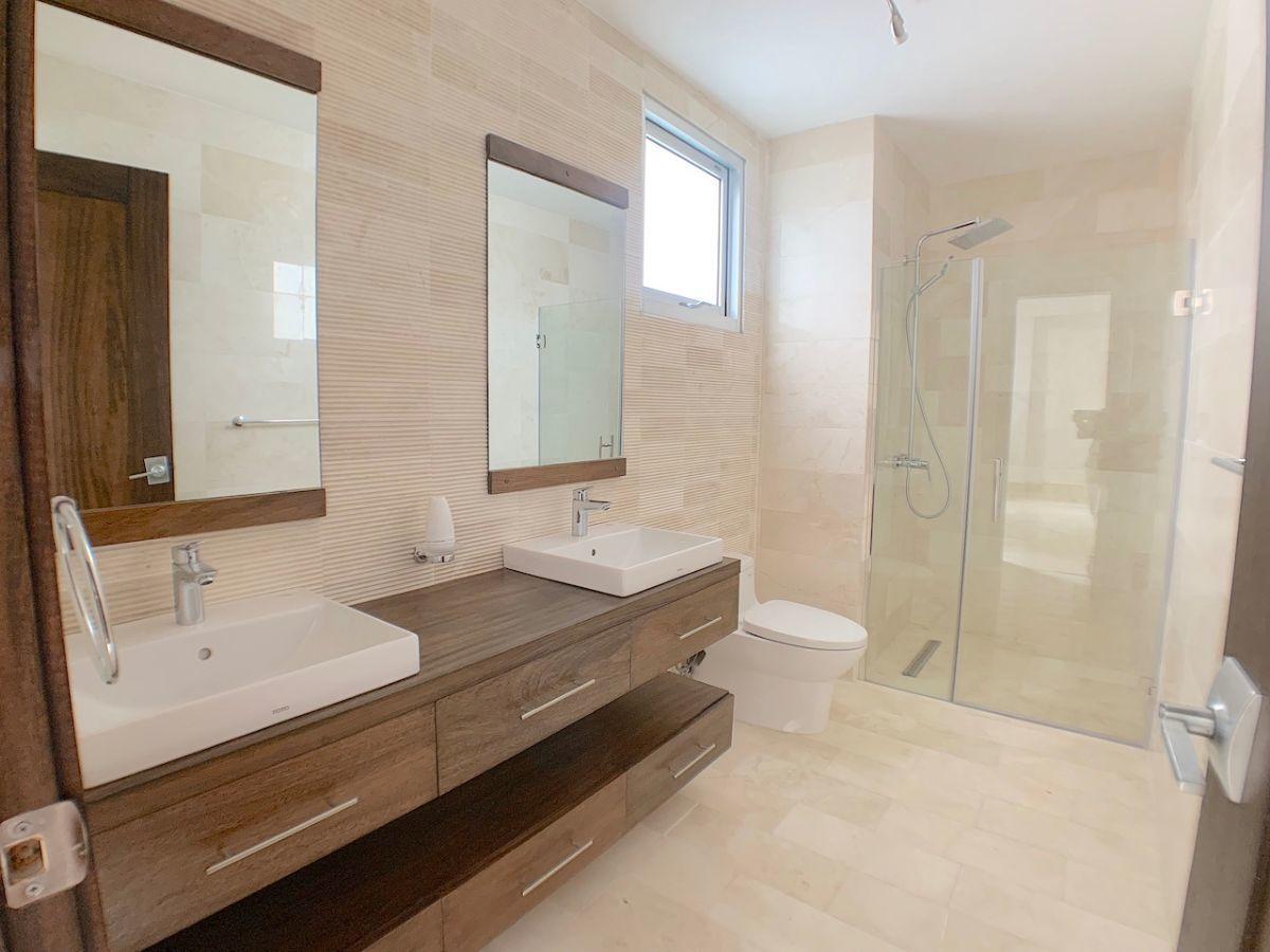 7 de 22: Baño habitación principal con 2 lavamanos