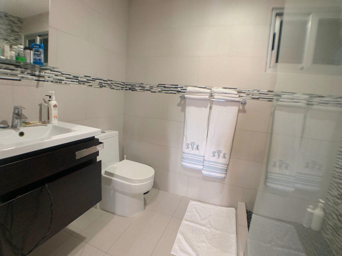 7 de 16: Modernos baños