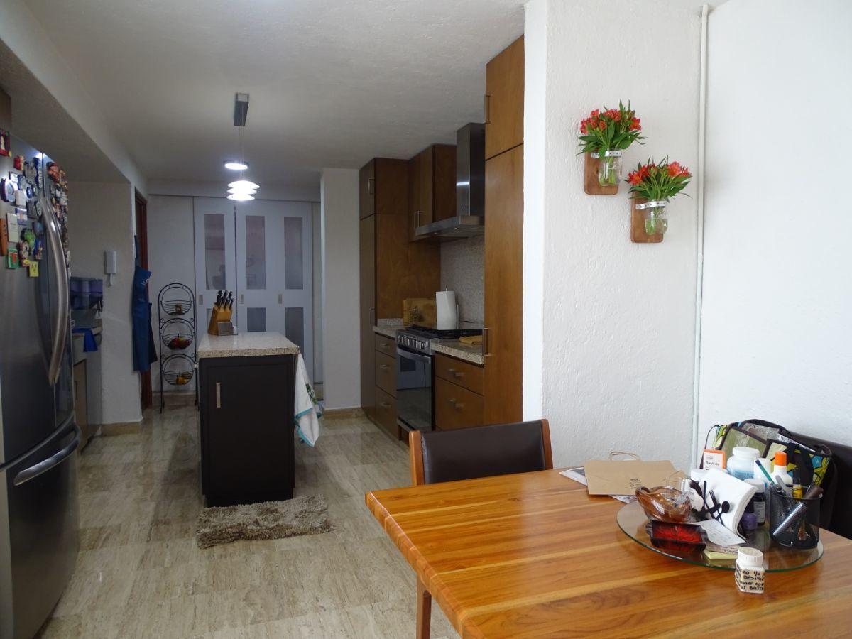 8 de 19: Cocina con espacio para desayunador