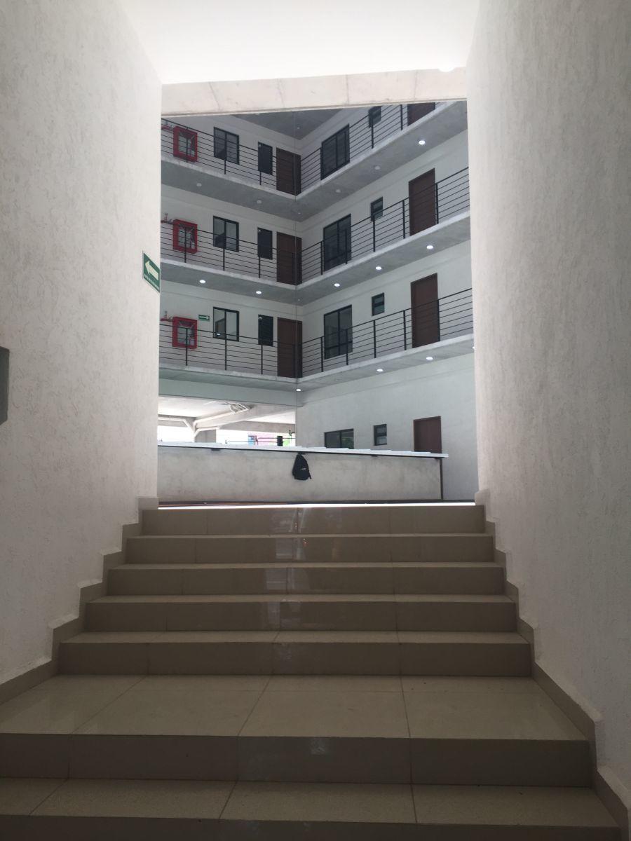 2 de 37: Entrada al edificio