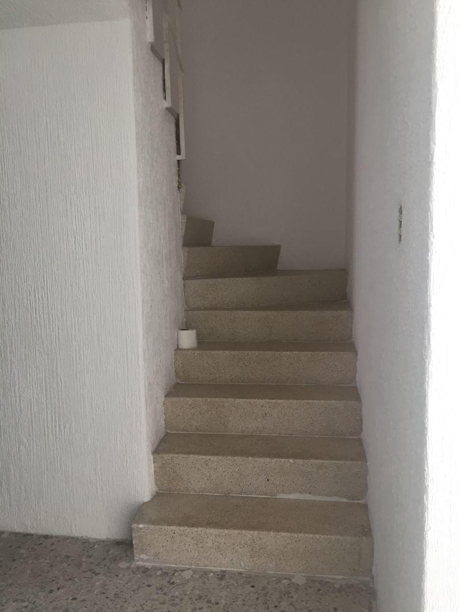 17 de 35: Escaleras