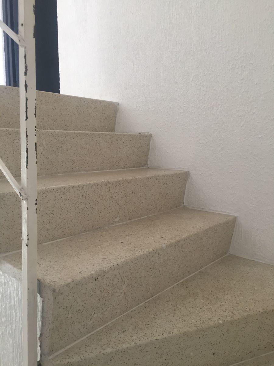 20 de 35: Escaleras