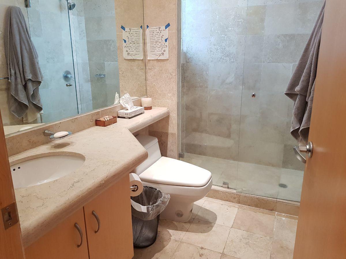 16 de 29: Baño y vestidor de Recámara 2