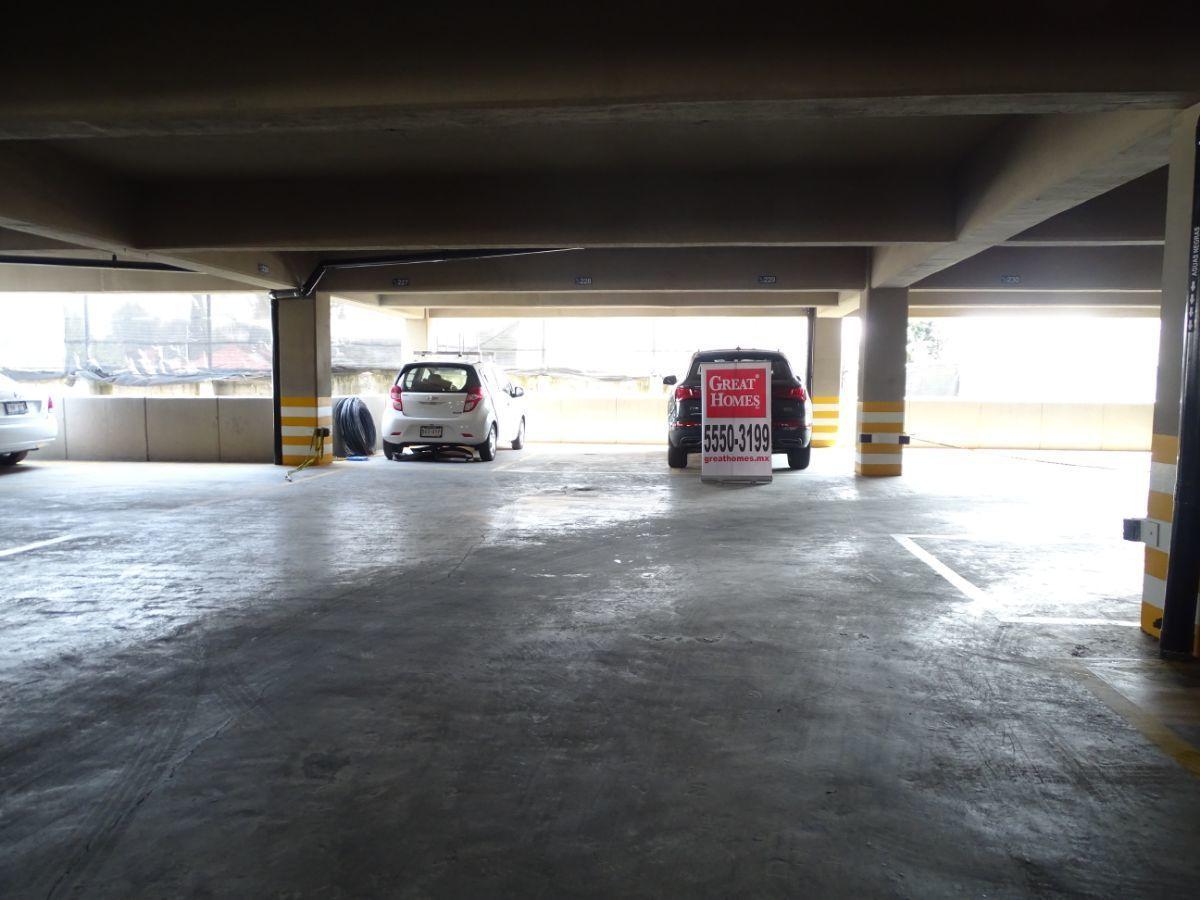 3 de 15: Comodo estacionamiento