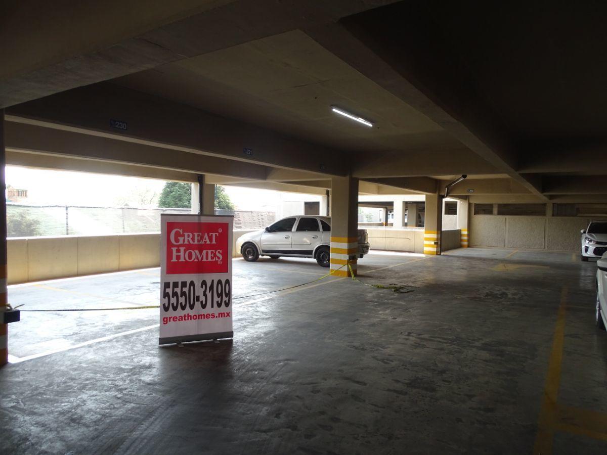 2 de 15: Estacionamiento con control de acceso