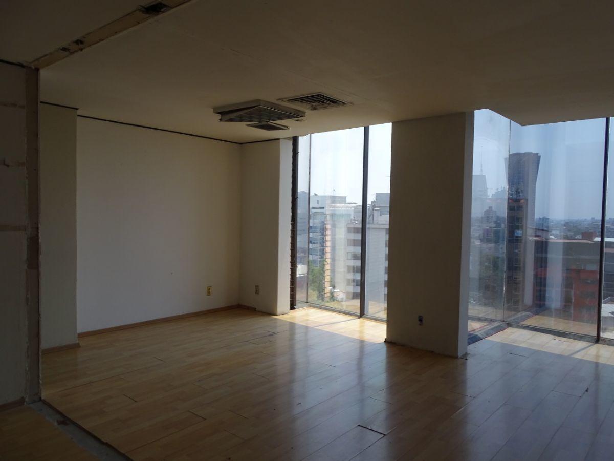 7 de 11: Baños generales ubicados entre pisos