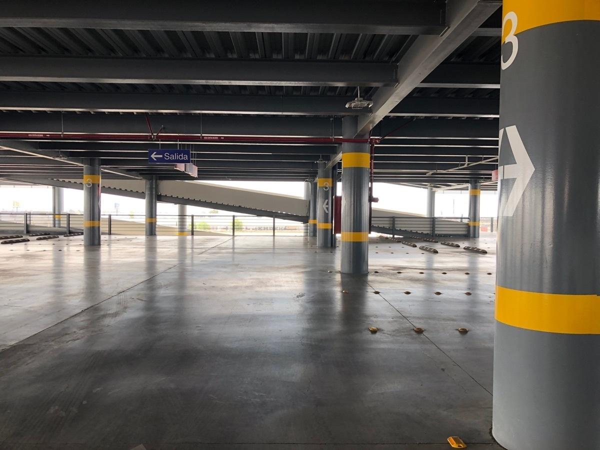 31 de 44: Estacionamiento techado 76 cajones por nivel
