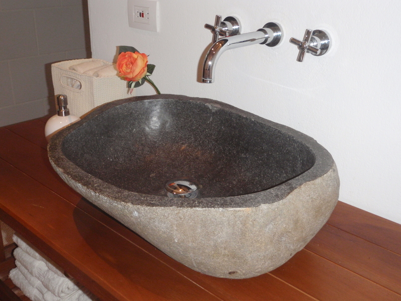 20 de 27: Beautiful Stone sink