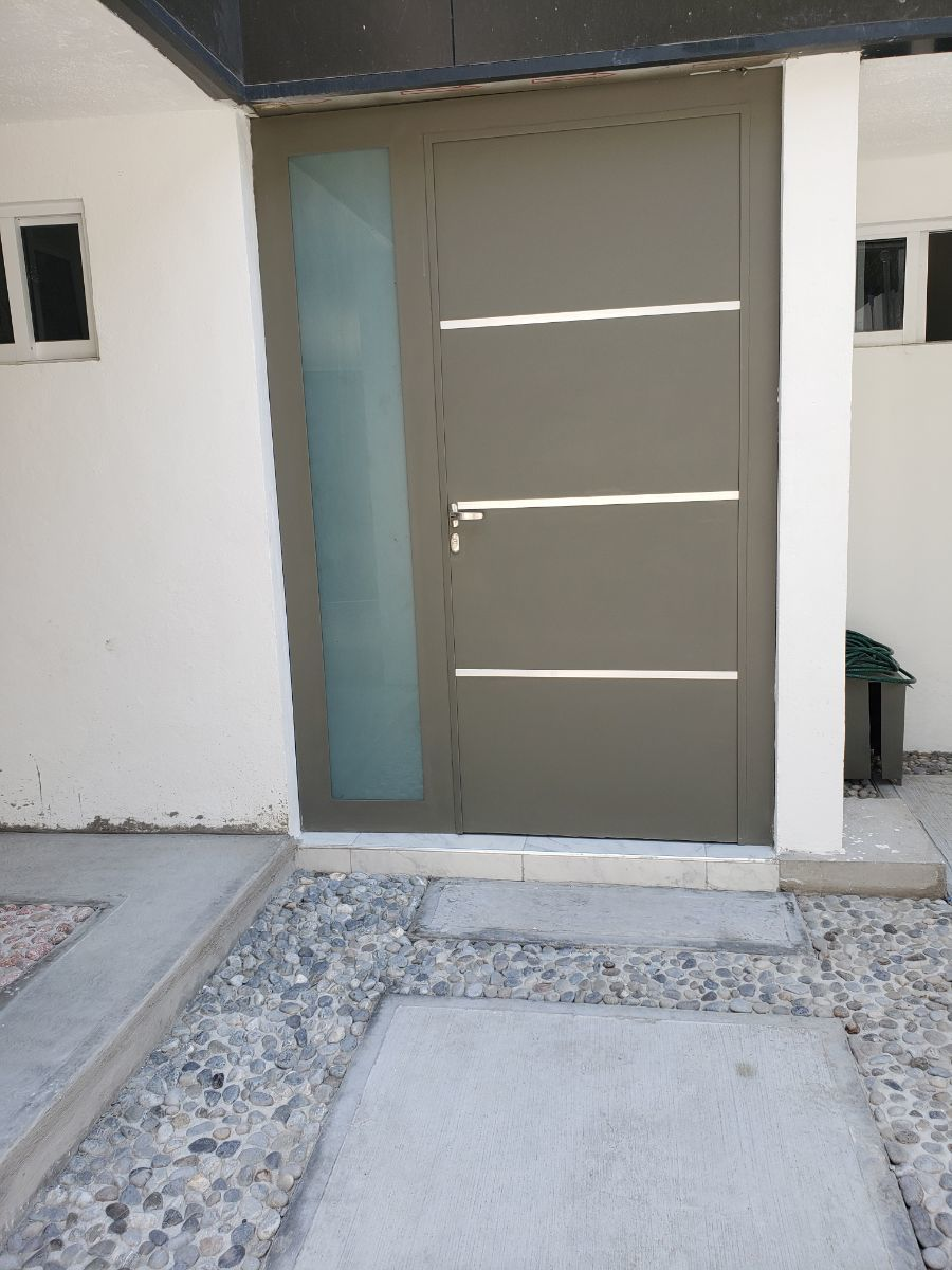 3 de 9: Puerta de Acceso