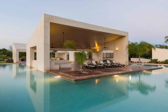 1 de 10: piscina. Terreno en privada Jardines de Rejoyada, Mérida