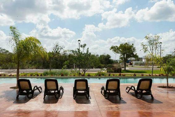 2 de 10: piscina. Terreno en privada Jardines de Rejoyada, Mérida
