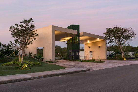 7 de 10: Entrada. Terreno en privada Jardines de Rejoyada, Mérida