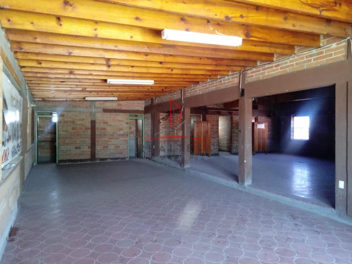 24 de 32: Interior del local tipo restaurante/bar