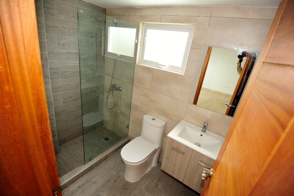 13 de 35: Baño de habitación no. 2