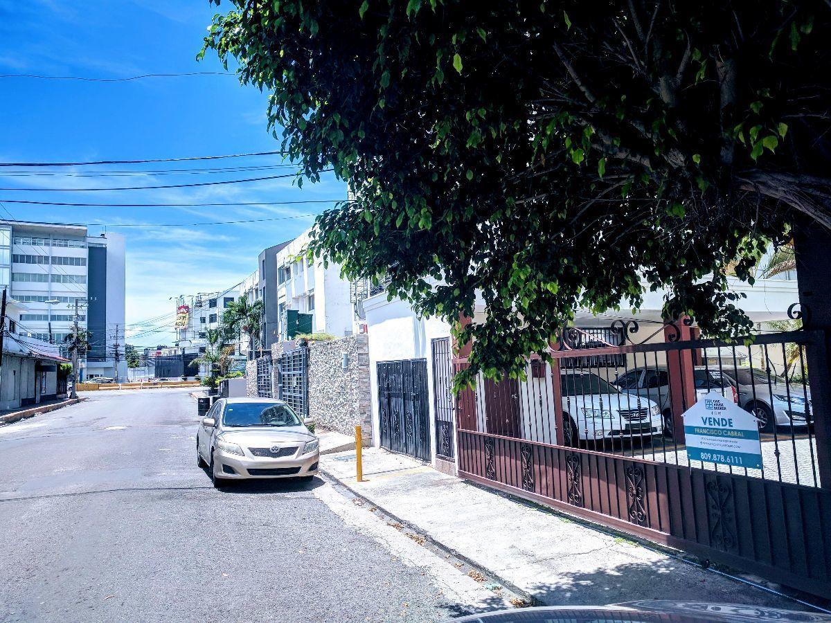2 de 20: Vista de la calle hacia el Sur de la ciudad  y Av. 27 de F.