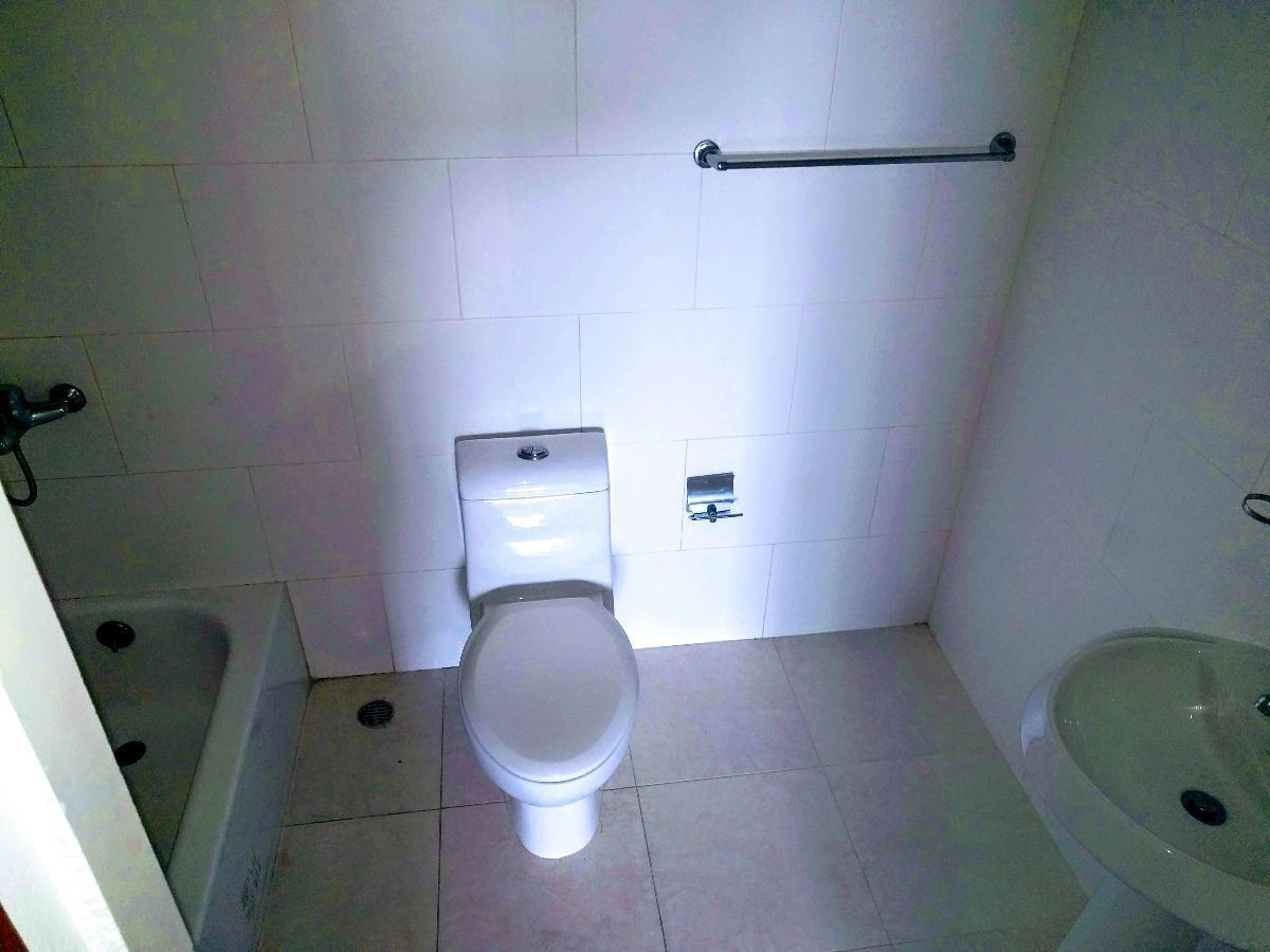 17 de 20: Baño de la habitación principal