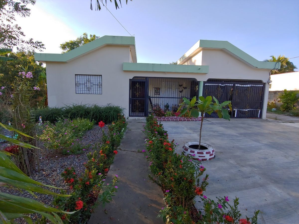 Casa con Amplio Terreno Sector Los Espinoimage1