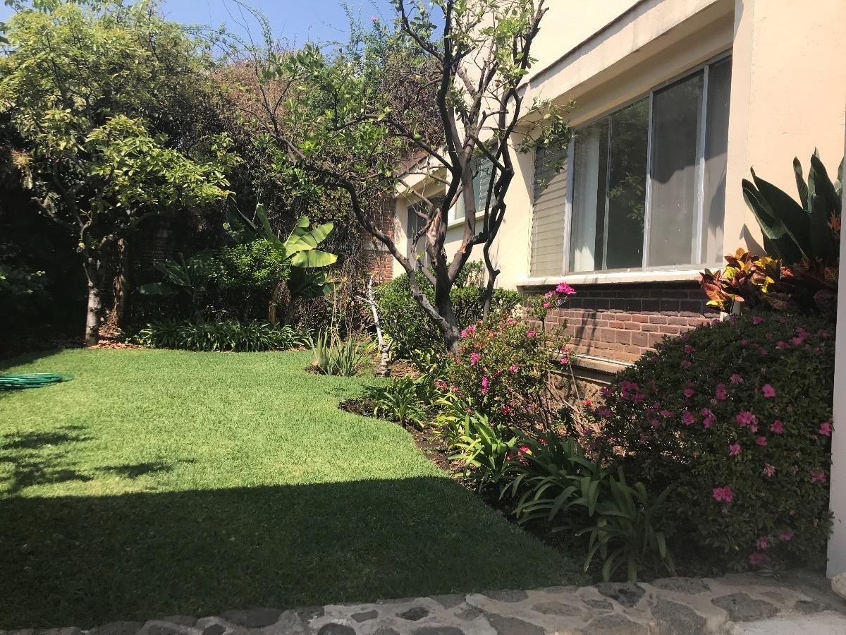 5 de 24: Jardín