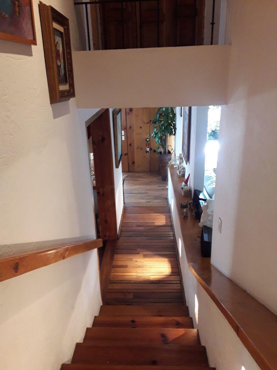 13 de 18: Escalera de madera