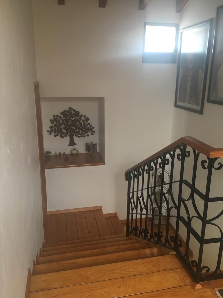 8 de 17: Escalera de acceso a recamaras