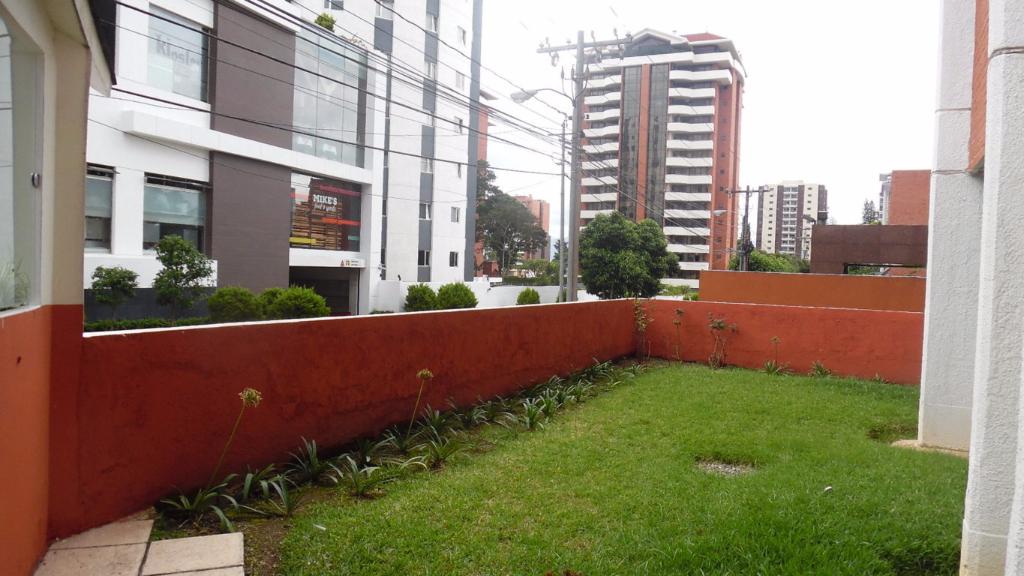 15 de 15: Jardín en el edificio