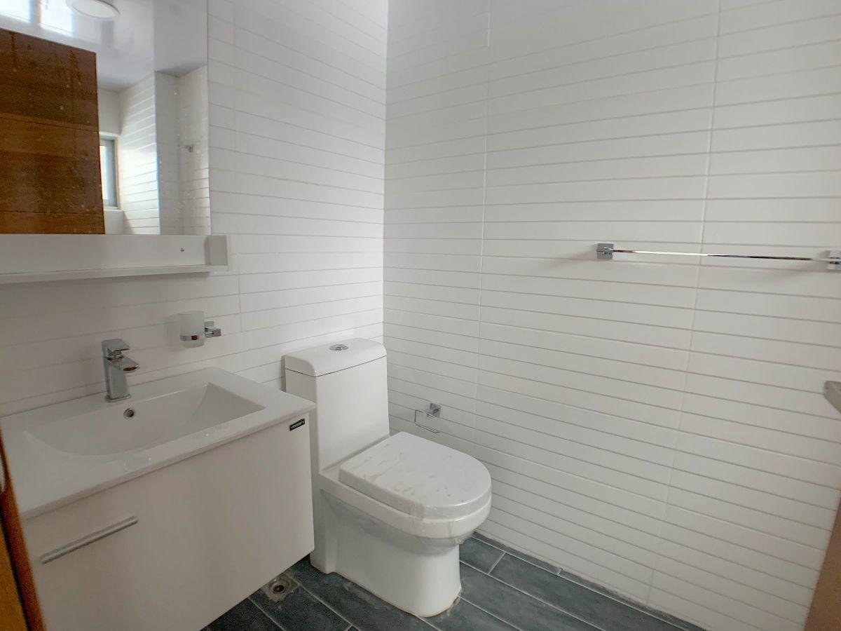 18 de 20: Baño habitación secundaria.