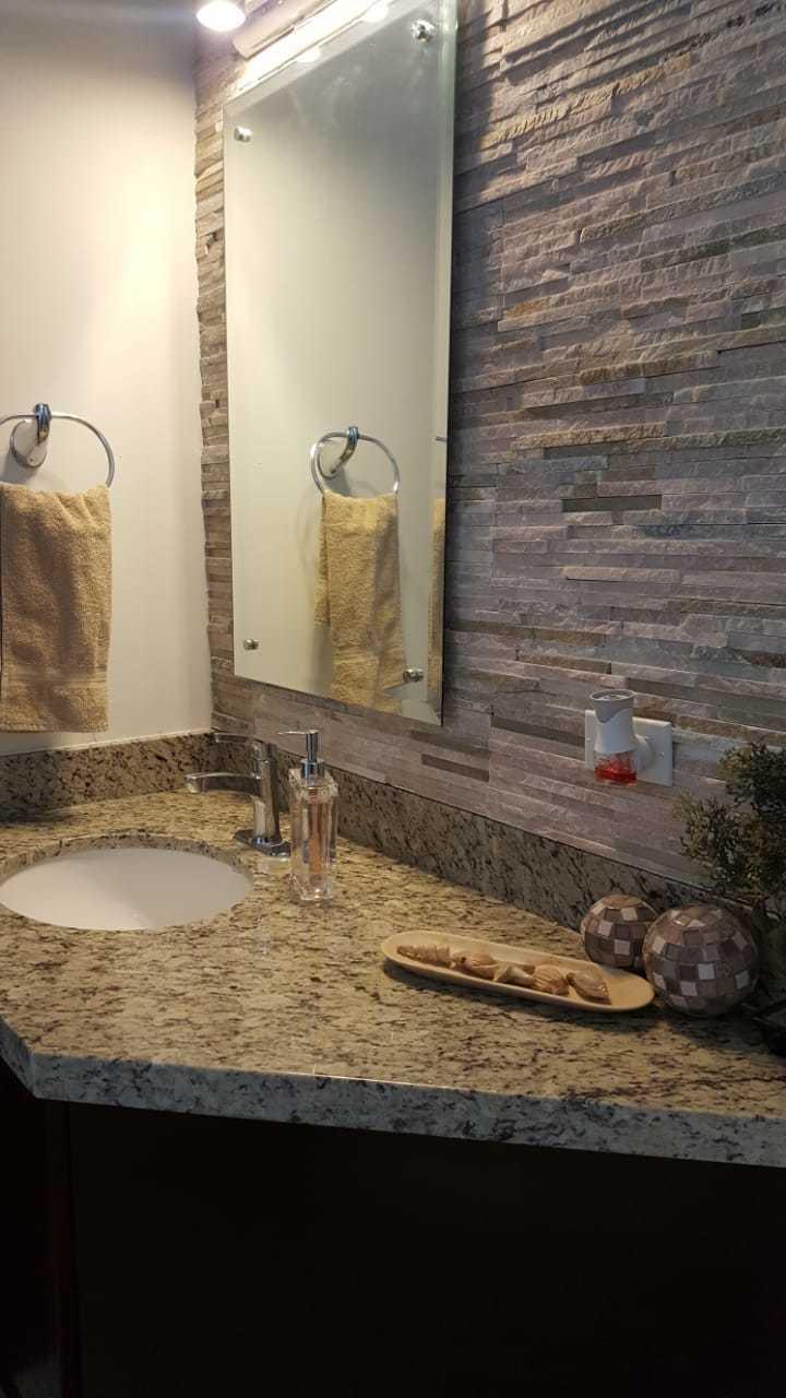 12 de 25: baños con granito y hermosos diseños.