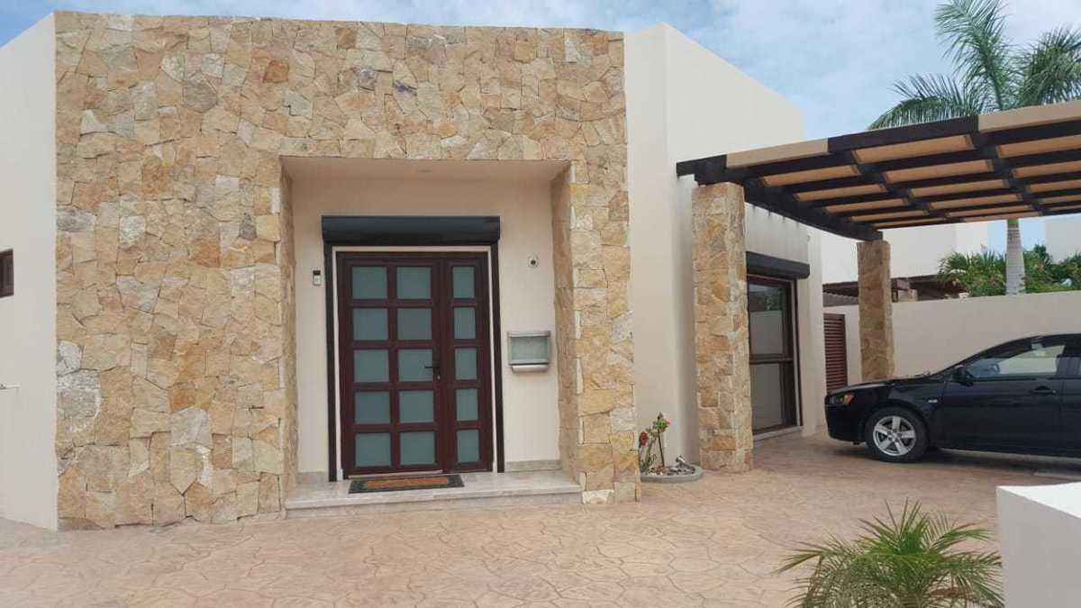 3 de 25: Puerta de acceso principal