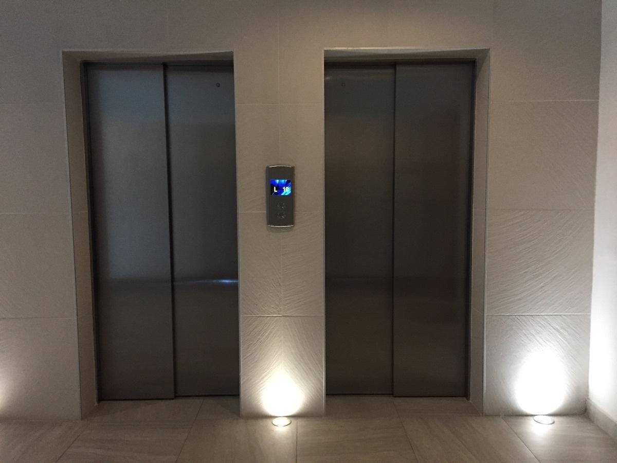 24 de 26: 2 elevadores de última generación