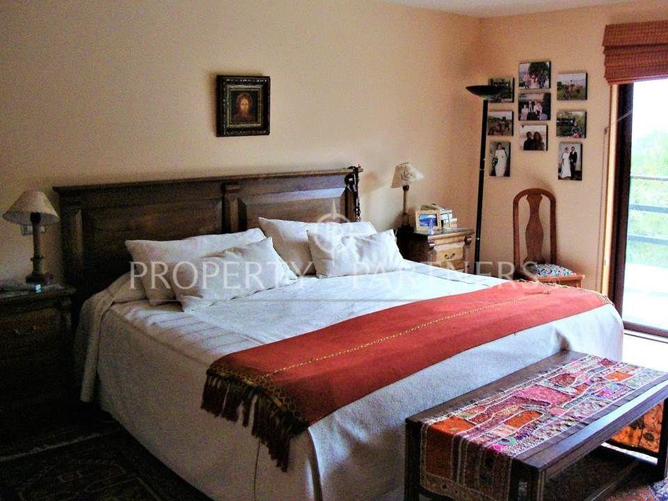 9 de 14: Dormitorio suite piso flotante con acceso terraza