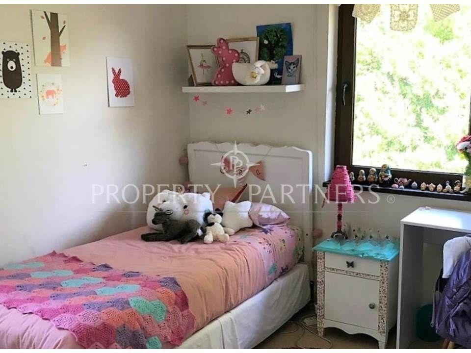 8 de 12: Dormitorio 3 piso alfombra
