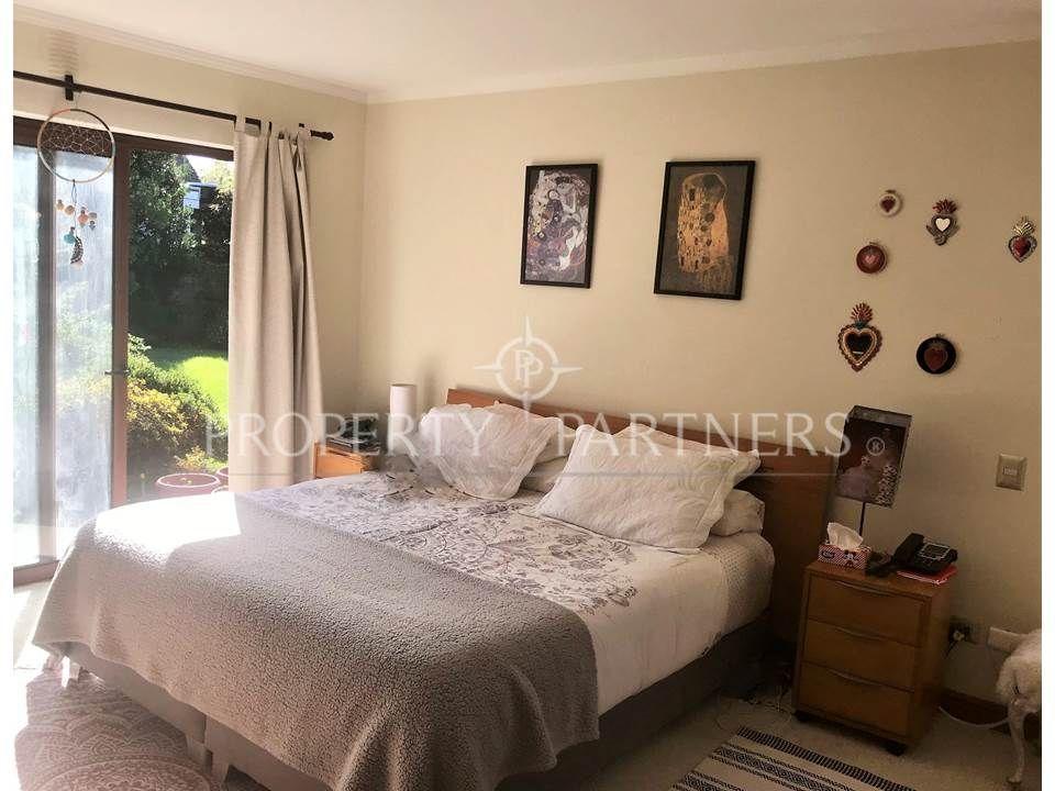 6 de 12: Dormitorio suite piso alfombra
