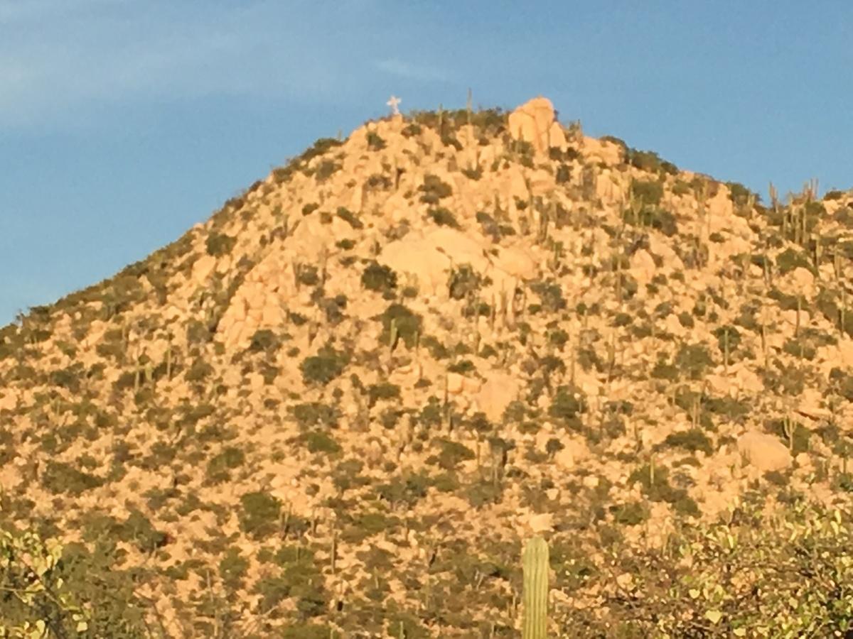22 de 22: cruz a lo alto de cerro