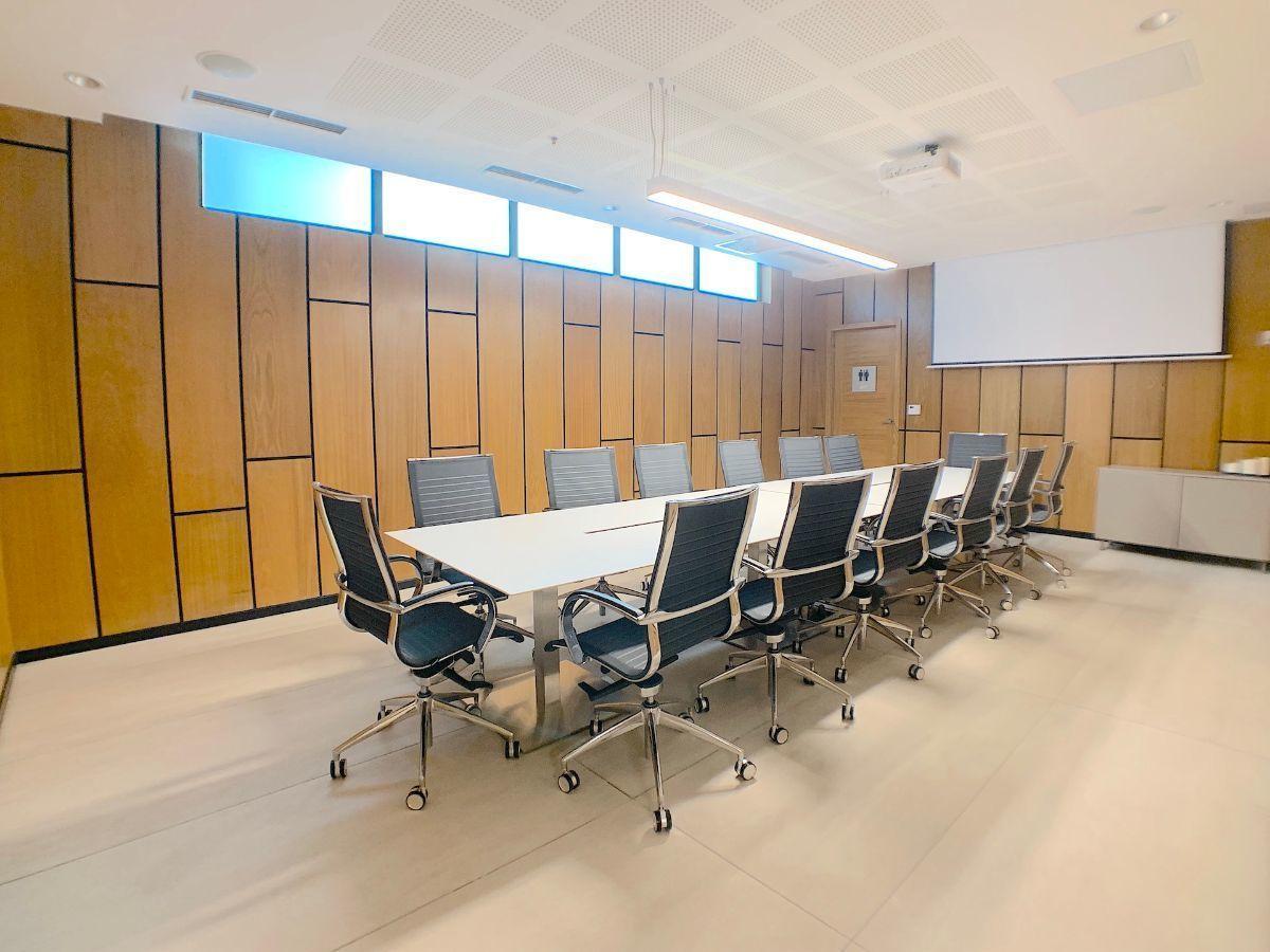 3 de 10: Dos (2) salones de conferencias equipados