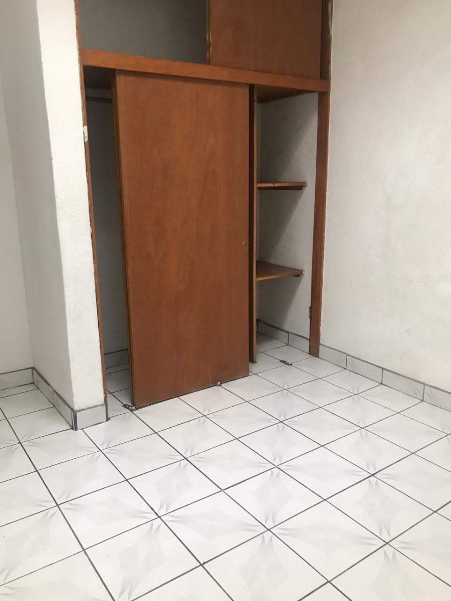 8 de 19: Closet habitación